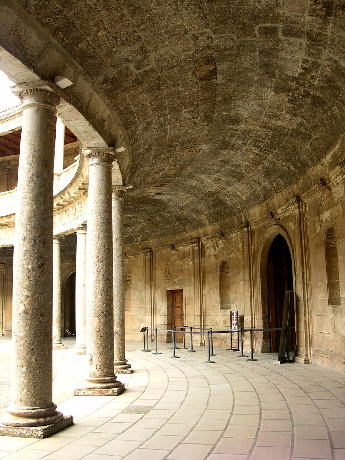 La bóveda anular del Palacio de Carlos V en Granada